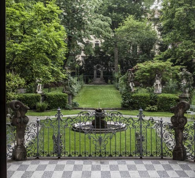 Milan's private gardens & courtyards tour